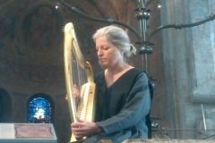 Jan playing medieval harp in Braunschweig Cathedral, Germany 10/09